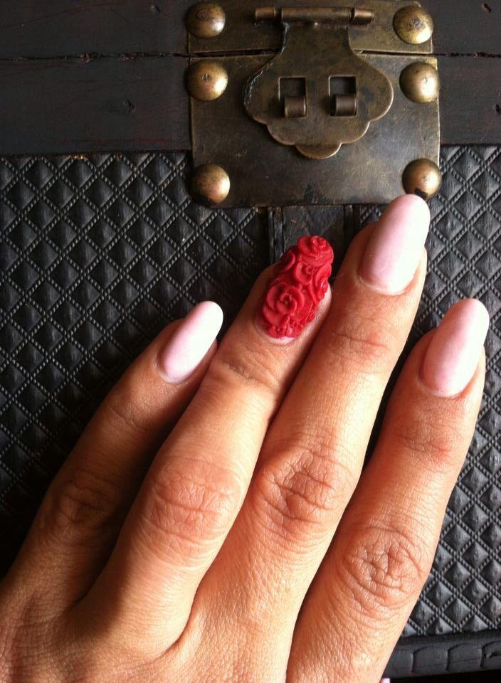 uas acrilicas mezcla de ultra white y rouge y las rosas en d en tono