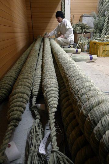 Masayuki Ashida, one of several remaining farmers in Tokyo's Edogawa Ward, continues the tradition of making shimenawa ornamental ropes for ...