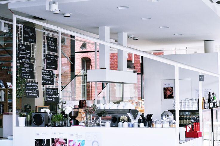 Poniedziałkowy poranek, niedzielne popołudnie, każda pora jest idealna aby napić się tu kawy lub zjeść pyszne śniadanie. Sztuka Wyboru od ...