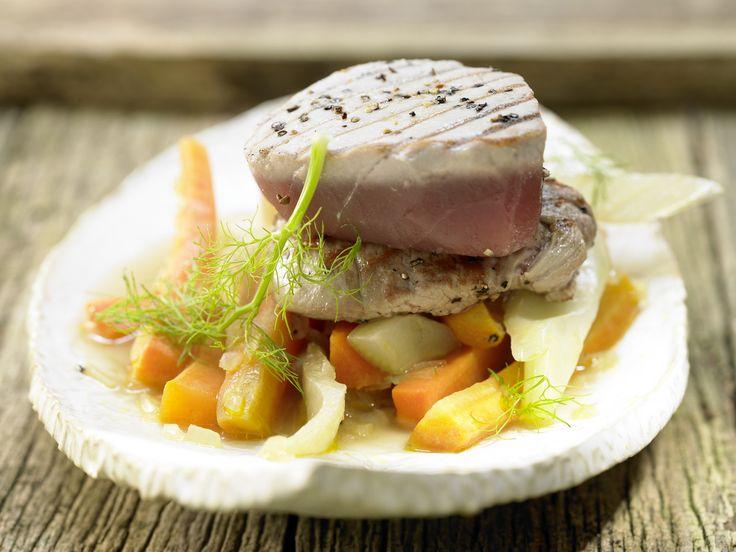 Kleine Kalbsrückensteaks und Thunfisch - mit Fenchel-Möhren-Gemüse - smarter - Kalorien: 454 Kcal - Zeit: 40 Min. | eatsmarter.de
