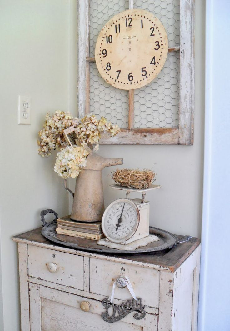 love the clock...might have to find one so I can hang it on my chicken wire frame..
