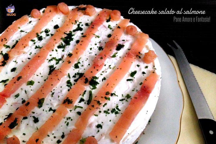 Il cheesecake salato al salmone è un antipasto sfizioso da portare in tavola nelle occasioni più importanti o da proporre come aperitivo finger food.