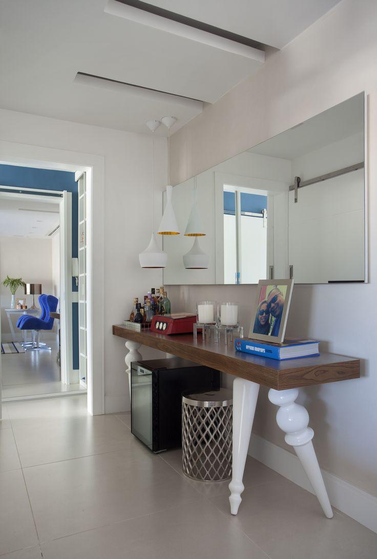 Living room by Mariana Camara arquitetura #bluemood #bluedecor #decor #livingroom #blue  #decor #decoration #livingroom #architecture #interni #interiordesign #project #design #decoration #brazilianinterior #braziliandesign #bar