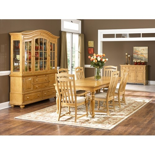 Bryson Rectangular Leg Dining Table By Broyhill Furniture   Value City  Furniture   Dining Room Table