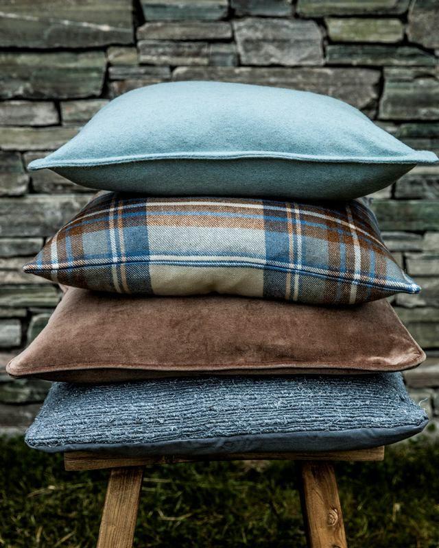 Det er ikke så mye som skal til for å endre stemningen i hjemmet. Noen nye pynteputer, pledd og gardiner kan ofte være nok for å få følelse...