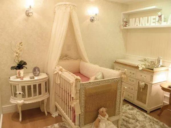 Decoração de quarto de bebê Clássico feminino