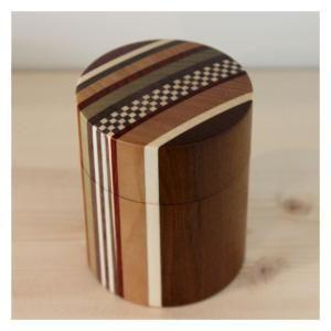 ・寸法:直径約65mm×h85mm  ・材質:天然木  ・食洗機や乾燥機には入れないでください。  ・お手入れは柔らかい布などでやさしく拭いてください。   |小田原寄木細工 /茶筒