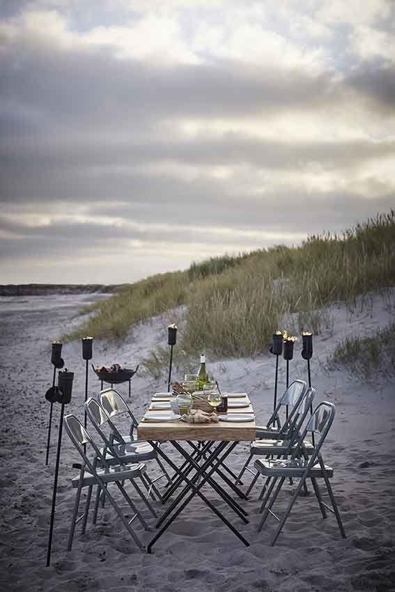 repas diner pique nique sur le sable sur la plage house doctor