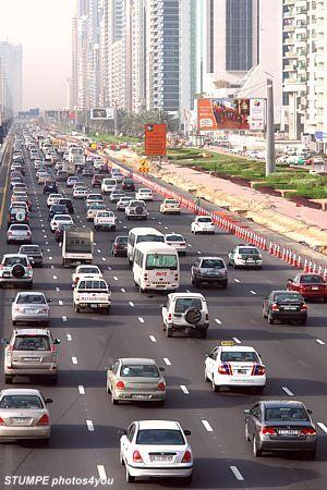 Dubai Foto 586 ... Dubai Traffic . Dubai Verkehr . Rush Hour ...............................................
