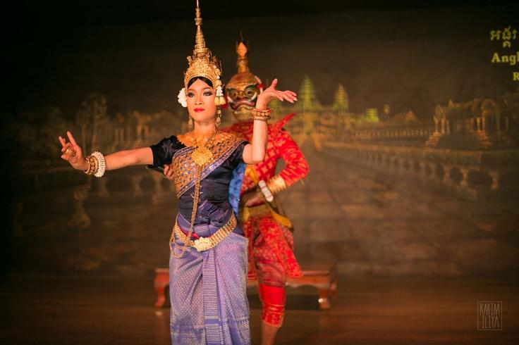 Apsara dancing lady - Siem Reap dance show.