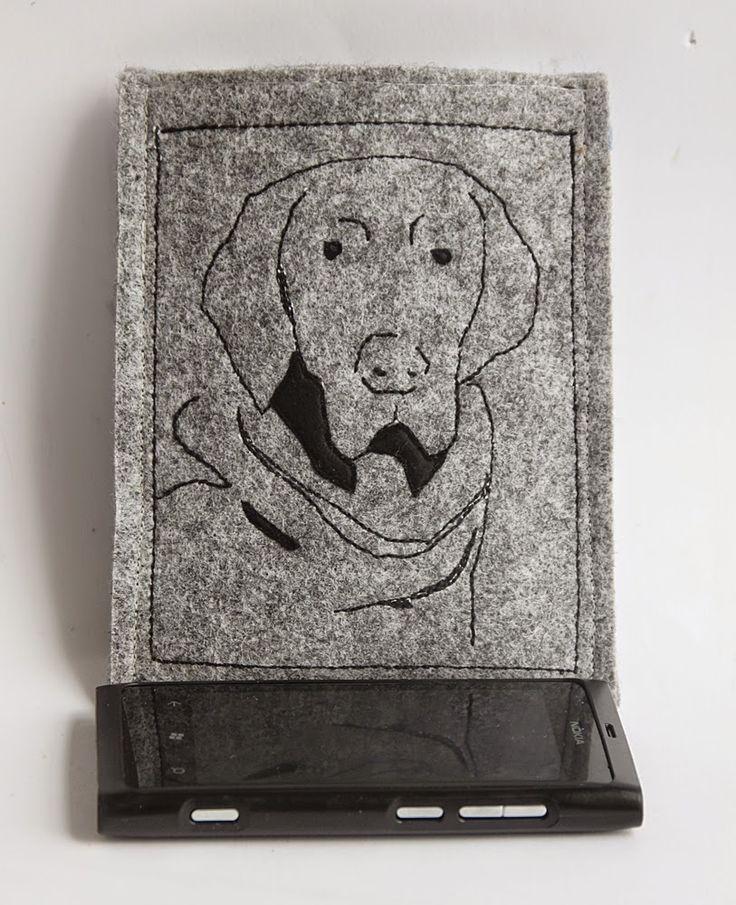 Pies pilnujący telefonu...