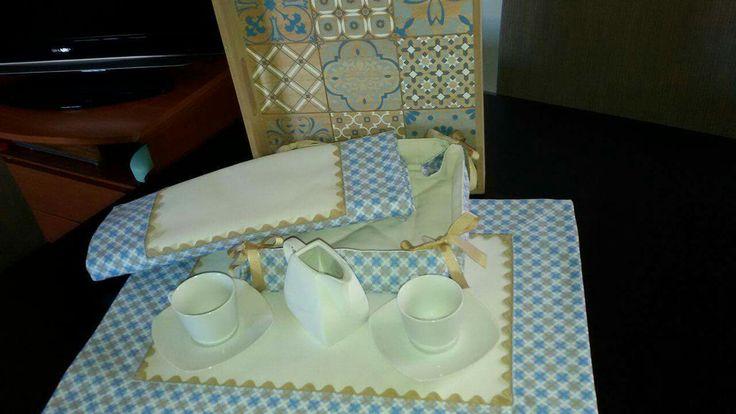 Susana Álvarez desde Noreña (Asturias) nos envía sus creaciones, como este juego de dos manteles individuales y cesta de pan. ¡Gracias! www.telaspedro.com/patchwork-coleccion-adriana-azul.html