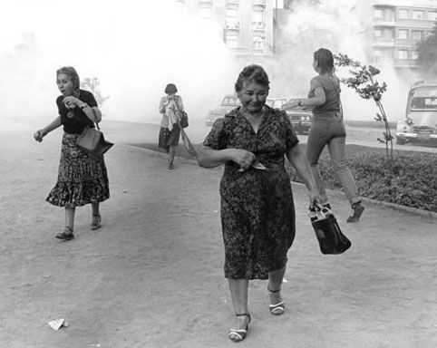 Women suffer from tear gas during an anti-Pinochet rally. Chile, 1986 (Julio Etchart)