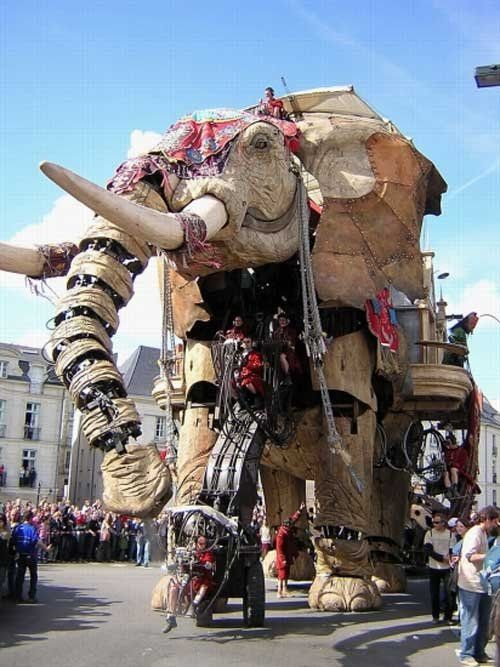 The Sultan's Elephant: Royal de Luxe street theater company