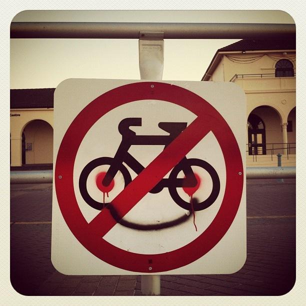 Bondi Happy! #bondi #atbondi #sydney #sign #bikes #happy #smile