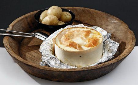 Vacherin Mont d'Or aus dem Ofen und Gschwellti