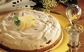 Flødeostekage med svesker og rom Sveskekager er ved at gå i glemslen! Denne dejlige version af en cheesecake, minder os om, hvor godt svesker egentlig smager.