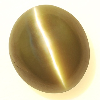 Chrysoberyl Cats Eye, 2.80 cts, Madagascar. This  natural stone displays an unusually sharp and clear eye