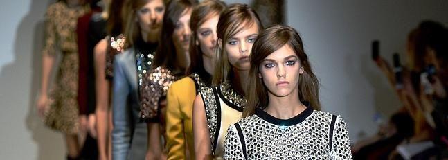 Gucci, retro y más sobrio en el arranque de la Semana de la Moda de Milán http://www.guiasdemujer.es/st/uncategorized/Gucci-retro-y-mas-sobrio-en-el-arranque-de-la-Semana-de-la-Moda-de-Mil-4221