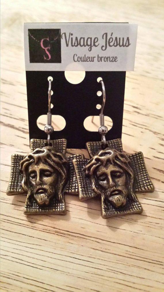 Boucle d'oreille Visage Jésus couleur bronze / earring