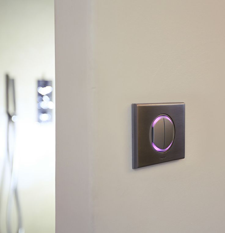 Interrupteur à couronne lumineuse, un repère dans la nuit. #Céliane #interrupteur #couloir