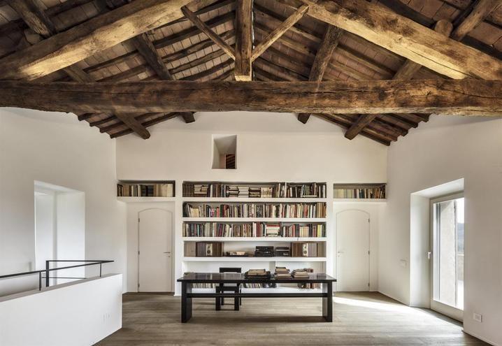 Historic House in Siena | lartdevivre - arredamento online