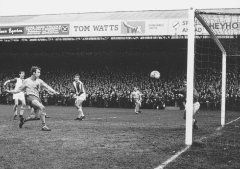 Ron Davies scoring for Norwich City.