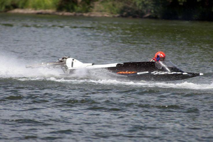 http://web.de/magazine/sport/mehr-sport/weltmeister-massimo-rossi-stirbt-motorbootrennen-mosel-31936754