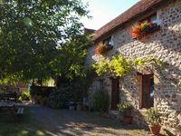 La Charviere, overnachting, kleine, camping, midden frankrijk, auvergne, zwembad, vakantiehuizen, bed & breakfast