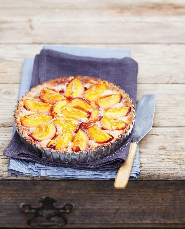 Sommerliche Tarte mit Nektarinen und Mandelmilch | http://eatsmarter.de/rezepte/tarte-mit-nektarinen