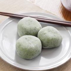Zwei Köstlichkeiten aus Japan, die alle Foodies lieben? Mochi und Matcha! Und wenn beides zusammen kommt, sind die Aahs und Oohs garantiert, wetten?