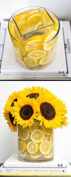 # 5. Jarrón en el interior de un vaso! Luego decorar con cualquier cosa que coincide con la temporada. - 13 Clever el centro de flores Consejos y trucos