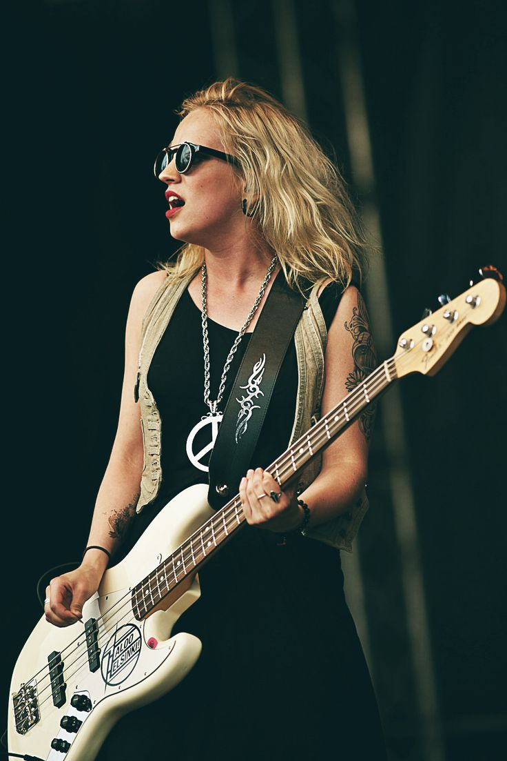 Apprenez à jouer de la #guitare basse comme Elisa Elli Tiilikainen du groupe finlandais Haloo Helsinki! sur MyMusicTeacher.fr