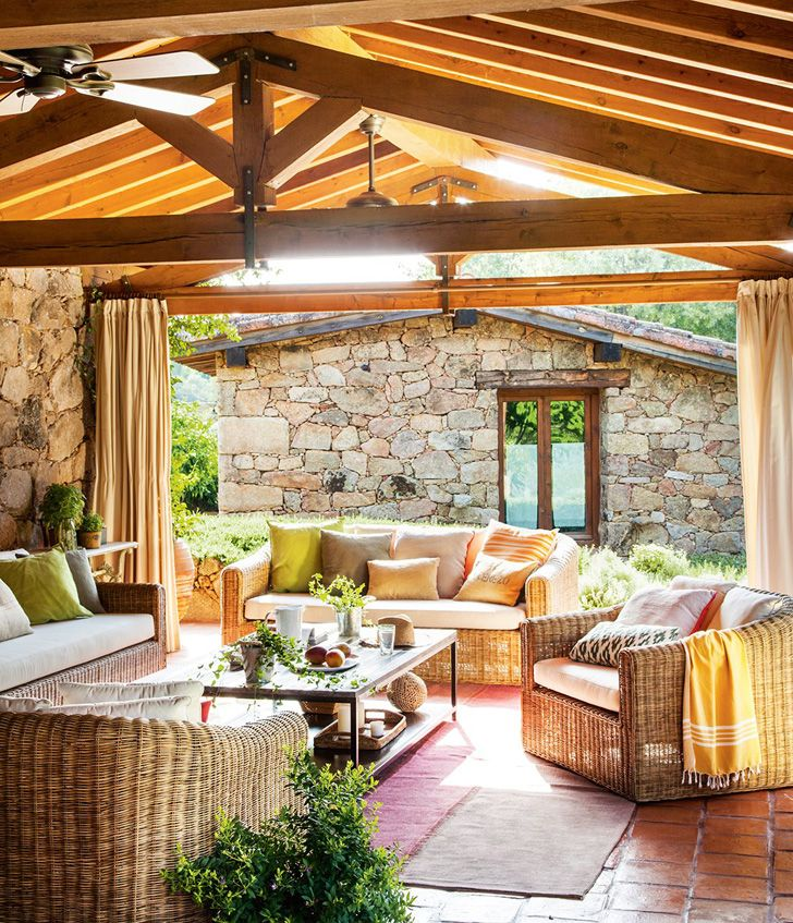 Уютный деревенский дом из камня и дерева на месте старого сарая | Пуфик - блог о дизайне интерьера