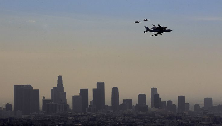 The #Endeavour flies over the downtown Los Angeles skyline. Credit: Brian Van Der Brug / Los Angeles Times
