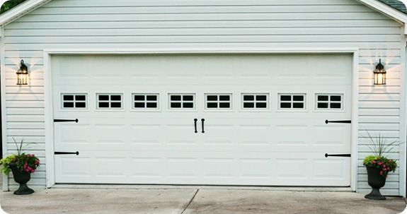 Our garagedoor is big like this but no windows. I like this hardware. And come to think of it...I like the lanterns too.