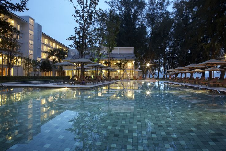 Infinity Pool by night, Lone Pine Penang