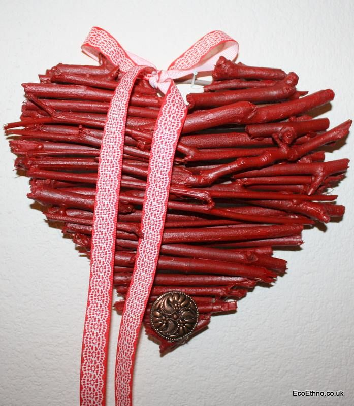 The heart is made of tree twigs #ValentinesDay   #workshopwithchildren #ecogift