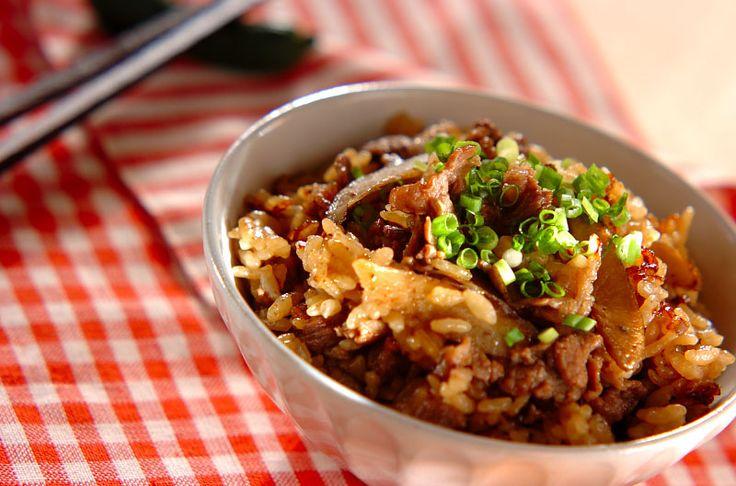 牛肉入りでがっつり頂ける炊き込みご飯。牛肉とゴボウの炊き込みご飯[和食/ご飯もの(寿司、ご飯、どんぶり)]2015.09.03公開のレシピです。