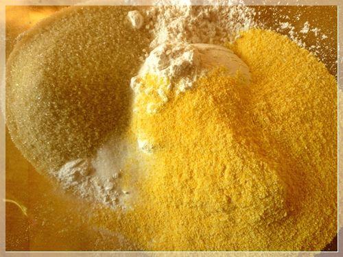 Evde pasta yaparken kullandığınız meyve şekerlemelerinin dibe çökmesini istemiyorsanız hazırladığınız hamura bir miktar mısır unu ilave edin.