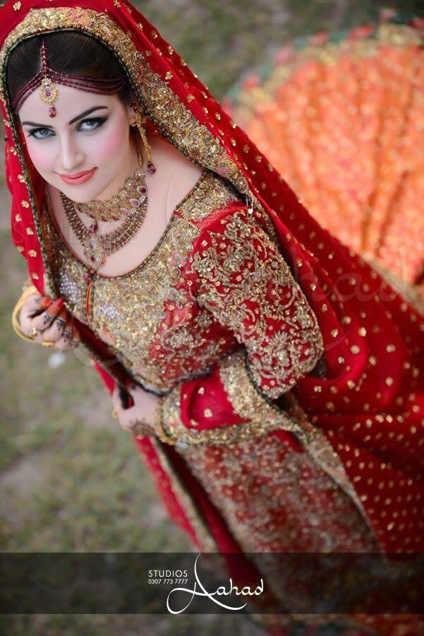 Luxury and Asian Style: Wedding Dresses in Pakistan http://www.miraedestino.com/moda.cfm?id=4054 #Luxury #AsianStyle #Wedding #Dresses #WeddingDresses #Pakistan #Paquistão #Casamento #Vestidos #Luxo #Moda #VestidoDeCasamento