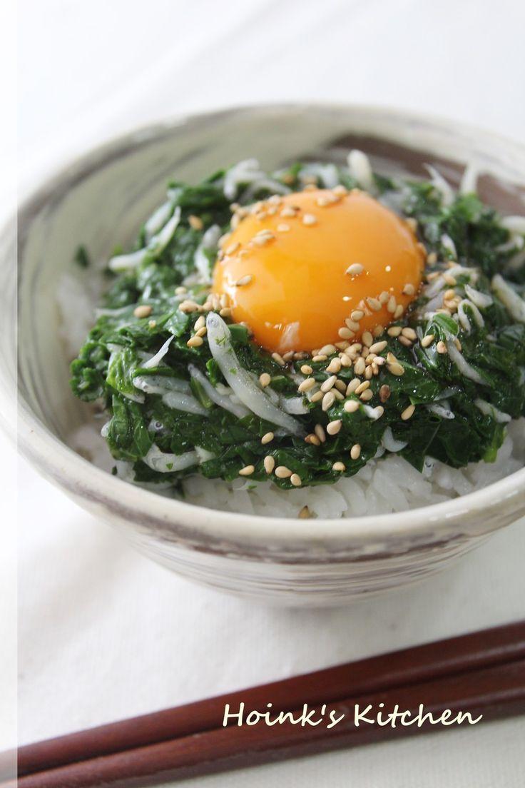 しらすとモロヘイヤ✽卵かけごはん     美味しいだけじゃなくて、栄養と組み合わせのバランスもいい卵かけごはんです♪  材料 (ひとり分) 卵 1個 モロヘイヤ(茹でてたたいたもの) 大さじ2 しらす干し 大さじ1 だし醤油 又は卵かけごはん醬油など 適量 ご飯 お茶碗一杯 炒りごま(お好みで) 少々