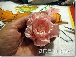 Rosa em gorgorão.