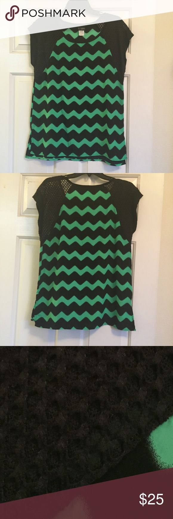 Green & Black Chevron Striped Knit Sleeve Top NWOT!!! NEVER WORN!!! I bought this in hopes of fitting in it but I haven't gotten there yet. Time to pass it on! Super cute! Green & Black Chevron Striped Knit Sleeve Top. Short sleeve t-shirt. M medium. Stripes cool art Tops