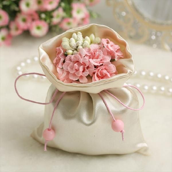 DIY Handmade Fabric #Wedding Favor Bag With Pink Flower - 10 DIY Women's Handmade Handbags | #DIY and #Crafts