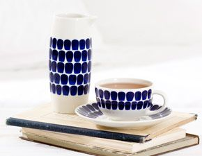 Coffee cup and coffee pot designed by Arabia