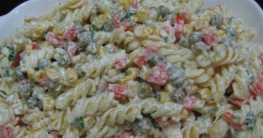yoğurtlu makarna salatası nasıl yapılır, yoğurtlu makarna salatası yaparken garnitür ve haşlanmış tavuk göğsü kullanıyorum.