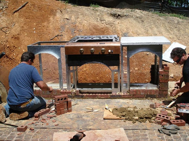 How To Build an Outdoor Pizza Oven : How-To : DIY Network