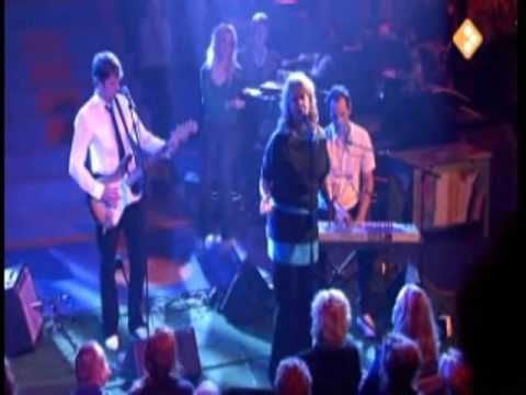 ▶ Mathilde Santing - Going to a Town @ Mooi! Weer de Leeuw (Live) - YouTube