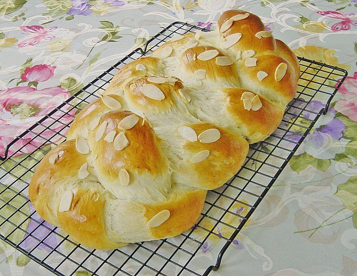 Hefezopf wie beim Bäcker, ein sehr schönes Rezept aus der Kategorie Kuchen. Bewertungen: 708. Durchschnitt: Ø 4,8.